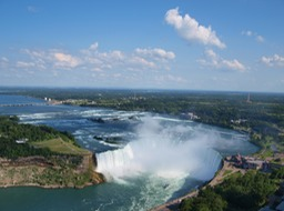 Canadian_Horseshoe_Falls_with_Buffalo_in_background